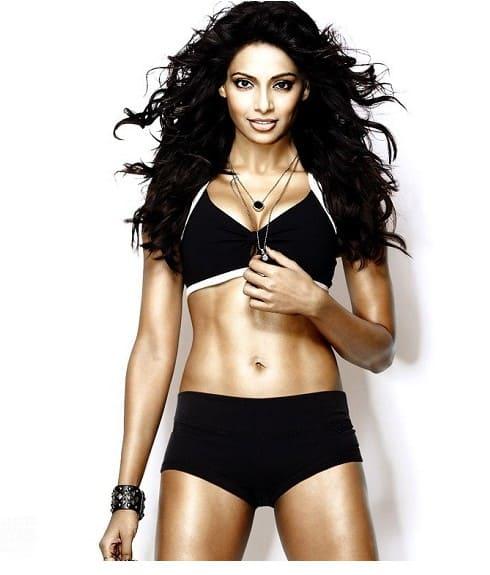 sexy and hot bipasha basu fitness mantra and health tips