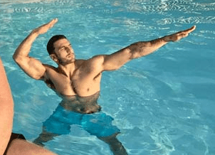 ranveer singh showing his awsome physique