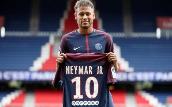 Neymar in PSG jersey