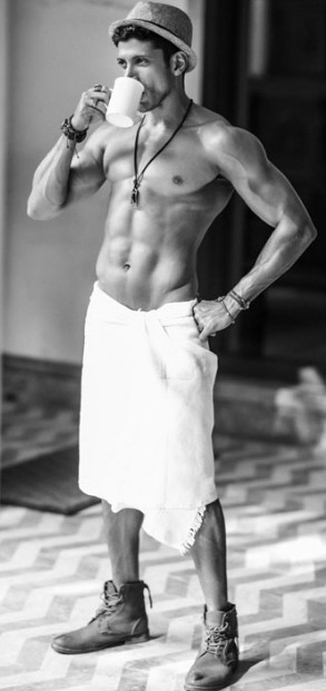 Farhan Akhtar eight pack abs