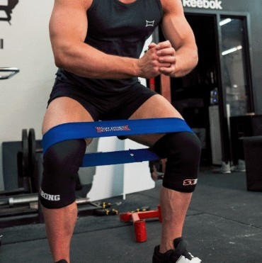 protection band squats position