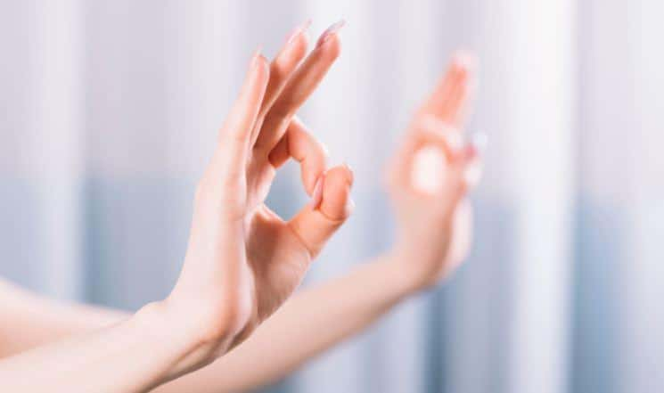 how to do gyan mudra